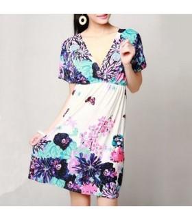 Farbenfrohes blau weisses Kleid mit Blumenmuster