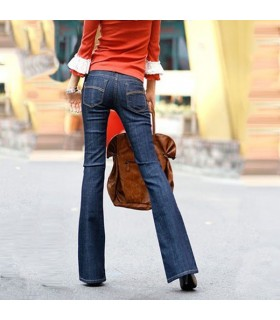 Dunkelblaue Jeans mit geradem Bein