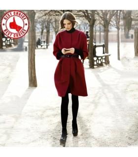 Vin manteau de laine rouge avec ceinture
