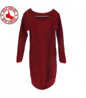 Robe rouge de laine tricotée