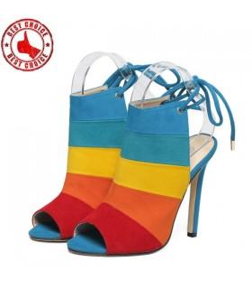 Scarpe di colore dell'arcobaleno
