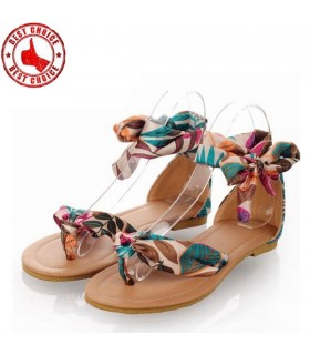 Flat sandals with ribbon