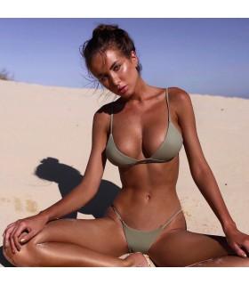 Brasilianischer einfacher grüner Bikini