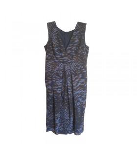 Kleid aus dunkelblauem Seidenkleid mit V-Ausschnitt