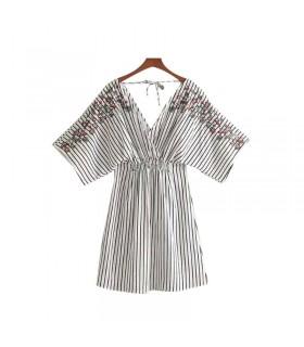 Robe d'été en coton à broderie