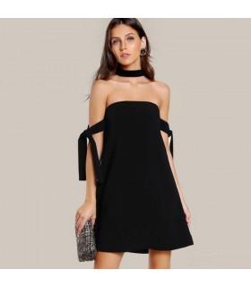 Schulterfreies Kleid in Seidenschwarz