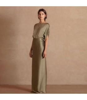 Grünes elegantes Seidenkleid