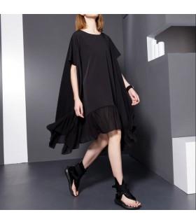 Übergroßes schwarzes Kleid