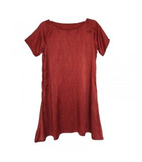 Robe rouge en textile doux en forme de A