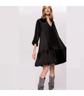 Seidenschwarzes Kleid mit Strasssteinen