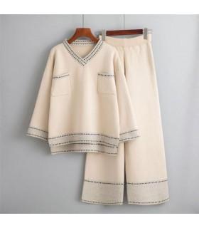 Gestrickter zweiteiliger Outfit-Hosenanzug mit weitem Bein