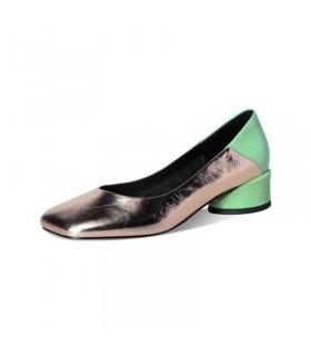 Metallische Schuhe mit kleinen Absätzen