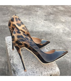 Modern fashion leopard shoes