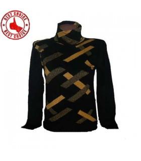 Weicher schwarzer Pullover mit hohem Kragen