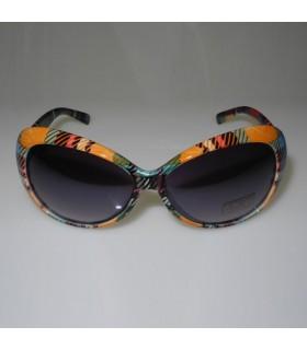 Modische Sonnenbrille mit orange und grünen Quadraten