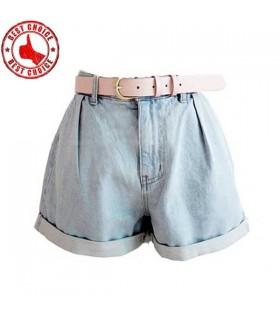 Hellblaue Jeans mit hoher Taille mit Gürtel