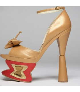 Butterfly pump arhitectural shoes