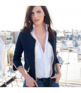 Chandail de mode bleu foncé tricoté