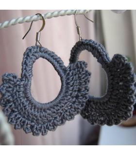 Boucles d'oreilles en crochet gris