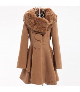 Manteau élégant avec le collier de fourrure