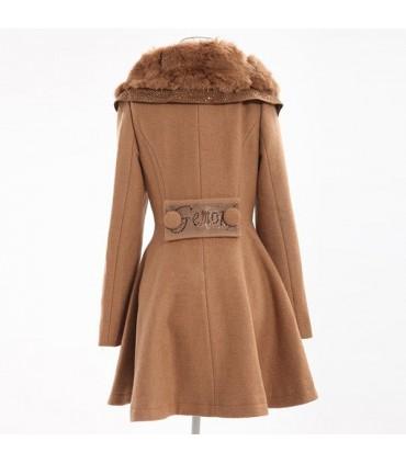 promo code 6e40d cf2f8 Elegante cappotto con collo di pelliccia