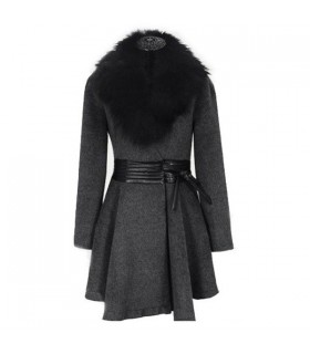 Elegant coat with faux fur collar