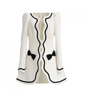 Rétro manteau blanc de mode