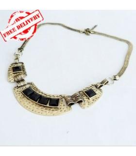 Collana moderna impreziosito di gemma d'oro