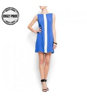 Blaues Kleid mit weißen Streifen