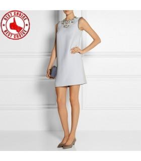 Blaues speziell geschnittenes Kleid