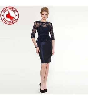 Spezielles spitzenverziertes Kleid