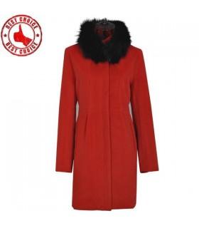 Cappotto rosso elegante collare volpe capelli
