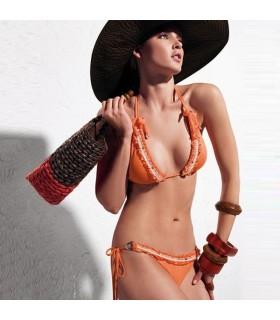 Schöner oranger zweiteiliger Badeanzug