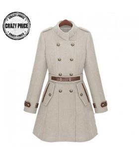 Manteau en ivoire de collier de support avec la ceinture