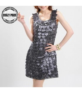 Grau blättert verschönert Kleid