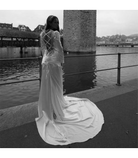 Modern long sleeve backless sexy wedding dress