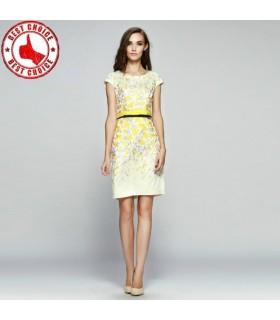 Lochstickerei gelben Kleid