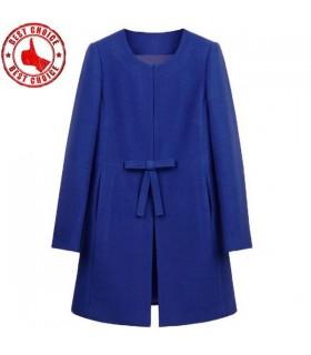 Blauer Modefrau Mantel