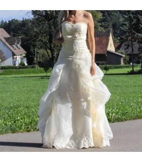 Robe de mariée de style princesse ivoire classique