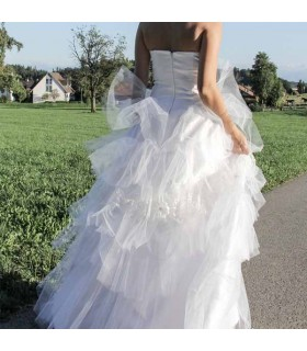 Simple raffle wedding dress