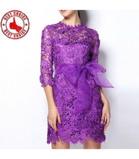 Lila Spitzen figurbetontes Kleid