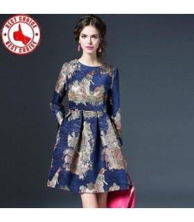 Modernes Kleid in blau jacquard
