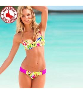 Geblümte Bikini helle Farbe Badehosen einstellen