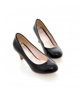 Heart front medium black heel shoes