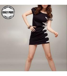 Schwarzen Kleid verschönert