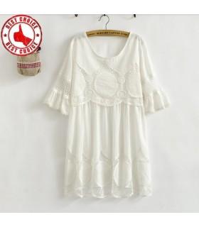 Fleur de broderie de crochet blouse blanche