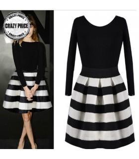 Schwarz und weiß gestreiften Kleid