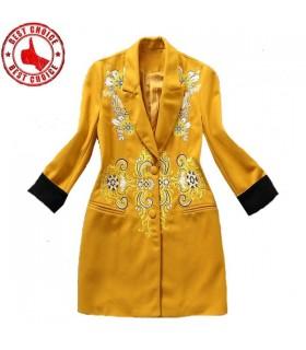 Mode de broderie de manteau jaune