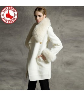 Blanc manteau de fourrure artificielle