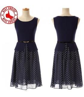 Dunkelblau gepunkteten Kleid